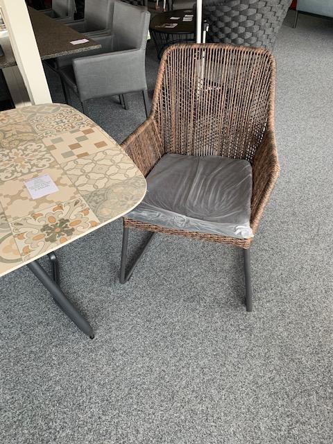 SIT mobilia Tisch FIX Keramik Azulecho 220x100, Sessel Allanis twisted abaco
